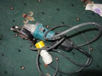 Makita Model 9554NB Angle Grinder 110 volt 4.5 inch with blade buyer collect n22