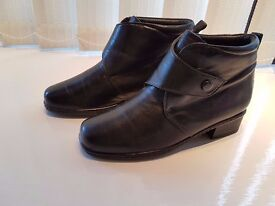 NEW - Ladies PAVERS Leather Upper Ankle Boots size 6/39