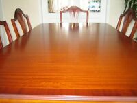BARGAIN! Beautiful Beresford & Hicks mahogany table and 6 chairs for sale. Will not disappoint.