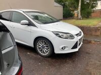 Ford Focus 1.6 diesel breaking for spares parts white