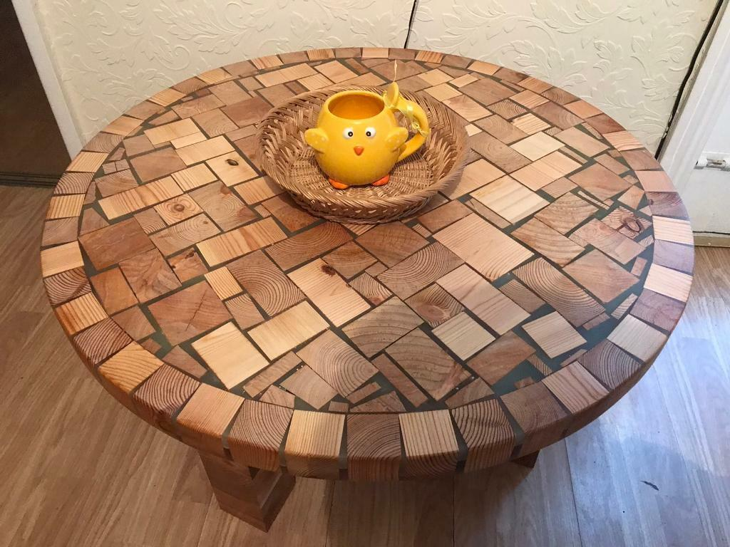 Rustic Handmade Round Coffee Table Fluorescent Epoxy Resin In