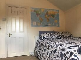 Double Room in Large House Close to Reading Uni