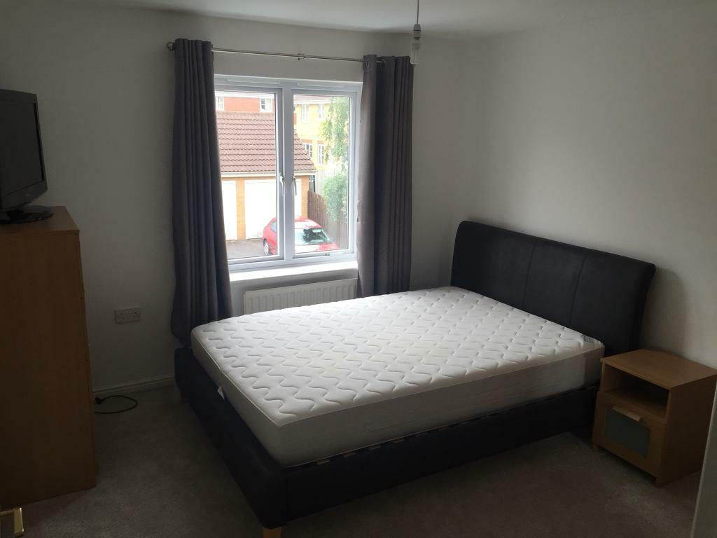 Double bedroom to rent in Emerson's green