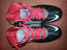 Boys Air Max Body U basketball shoes Size 8