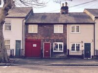 A DOUBLE ROOM WITH ENSUITE SHOWER TO RENT IN A 3 BEDROOM TERRACE HOUSE IN BERKHAMSTED ALL BILLS INC