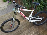 Giant DH Downhill bike for sale, lots of extras £450ono