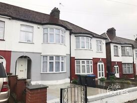 Great Condition Large 4 Bedroom House In Palmers Green, N13, Separate kitchen & Livingroom