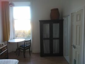 West End (Hillhead Tube) Bright Ensuite Double Bedroom (TV socket) £475 Monthly Rent