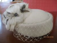 Cream felt hat with feather decoration. Ideal for special occasions. Cash and collection only please