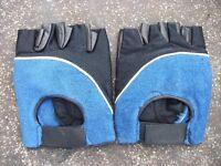 Fingerless gel padded gloves.