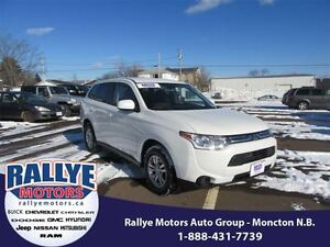 2014 Mitsubishi Outlander ES! 4X4! Alloy! Heated! Trade In! Save