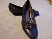 Ladies brown low heel Gabor shoes size 7