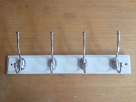 Wall-mounted 4 Chrome Coat-Hanging