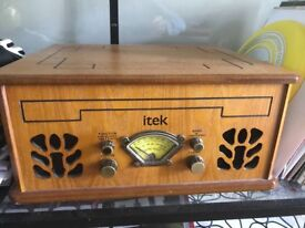 Vintage style record player with inbuilt speakers, CD player and radio in excellent condition.