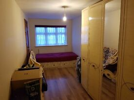 Furnished Double room to rent in Harrow - all bills and broadband included - £325/pm