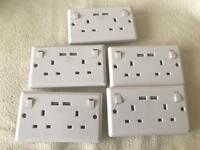 13amp ELECTRICAL DOUBLE PLUG WALL SOCKETS WITH 2 USB SOCKETS