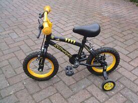 Apollo Stinger Bike with stabilisers