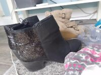 Ladies dc trainers..boots. CONVERSE etc