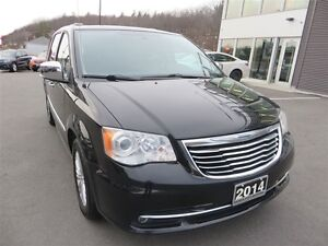 2014 Chrysler Town & Country Limited *Blu-Ray *Sunroof *Nav