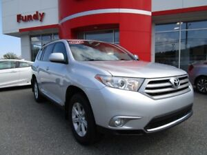 2013 Toyota Highlander W/ Backup Cam, Tri-zone A/C, Snow Mode