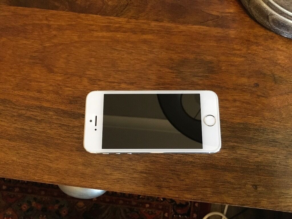iPhone 5S 32gb white silver excellent working condition170 onoin Kingsbury, LondonGumtree - iPhone 5S 32gb white silver comes with box and charger. In excellent working condition. Kept clean. Its currently on 3 network so not sure if it works on other networks. Unlocking network only costs £10 in local phone shops. But it may already work...