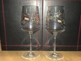 2x Decorative white wine glasses