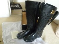 UGG BOOTS SIZE 9 IN BLACK.