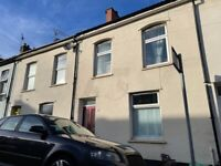 Lovely and Spacious Four Bed House With Private Back Garden Available On 01/08/2021 £1400pcm