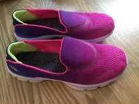 Skechers Go walks size 3