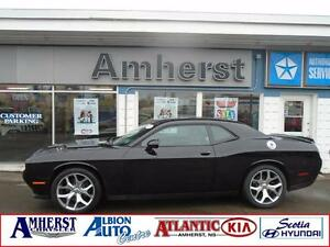 2015 Dodge Challenger SXT 3.6L WITH SUNROOF
