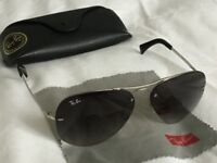 Ray Ban Aviator men's sunglasses with case and cloth.