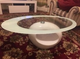 Very stylish in good condition coffee table
