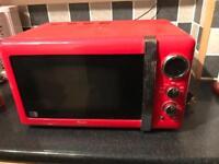 Swan red microwave