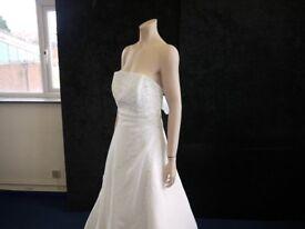 JOB LOT OF WEDDING/MOTHER OF THE BRIDE/ BRIDESMAID DRESSES/VEILS/SHOES/TIARAS