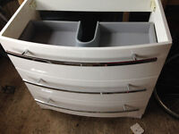 Stunning Vanity Unit in white gloss - Brand New - Bought and never used