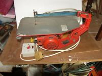 HEGNER SCROLL SAW PLUS A LOT OF SAW BLADES.