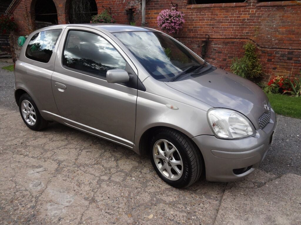 toyota yaris 1 3 vvti 55 plate excellent condition 1 careful lady owner in harleston. Black Bedroom Furniture Sets. Home Design Ideas