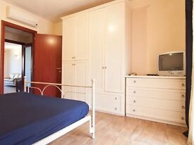 Great price and lovely double bedroom for couples . Stratford