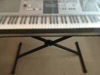 Digital Yamaha keyboard & stand in excellent condition YAMAHA PSR E323