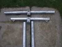 2 STEEL GALVANISED STEEL WASHING POLES + 2 STEEL ENDS FOR ATTACHING TO HOUSE
