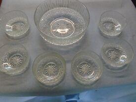 GLASS SERVING BOWL & 6 X BOWLS