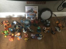 Skylanders Giants game and 19 figures