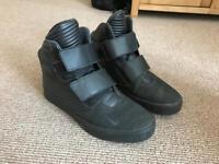 Nike Men's Flystepper 2k3 Sneakers