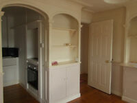 Spacious Self Contained Top Floor Flat with parking space, central Falmouth