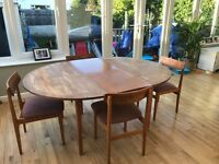 Extendable Dining Table and Chairs ( seats 4- 6 people) £30