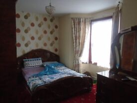 ONE DOUBLE ROOM **TO LET** ALL UTILITIES INCLUSIVE** (Ilford Lane - IG1) **