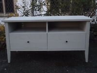 Lovely Contemporary White Ikea TV Stand/Entertainment Unit with Drawers to Front Modern 'Granas'