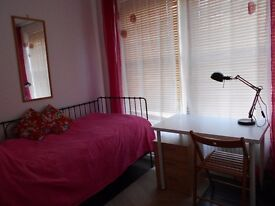 Two rooms one single, one double available in beautiful period house in Muswell Hill