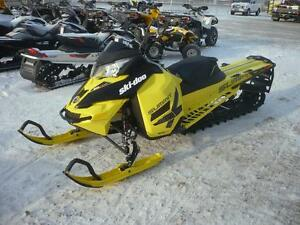 2016 Ski-Doo Summit X 174 800R E-Tec Pull Start