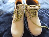 Cat Boots size 2.5 - excellent condition